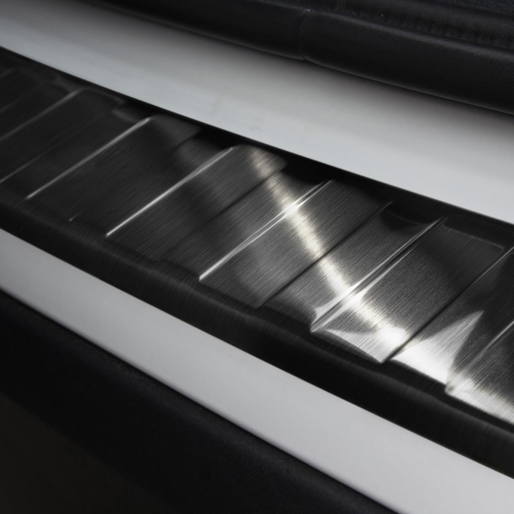 Puskurin suoja pelti musta harjattu teräs till BMW X1 F48