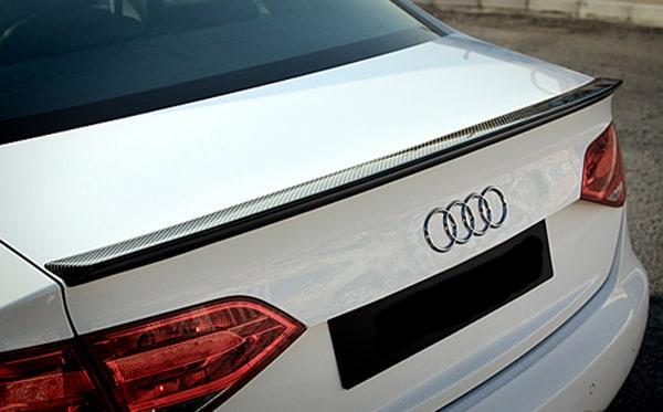 HiilikuituSpoileri i Audi A4 B8 Sedan